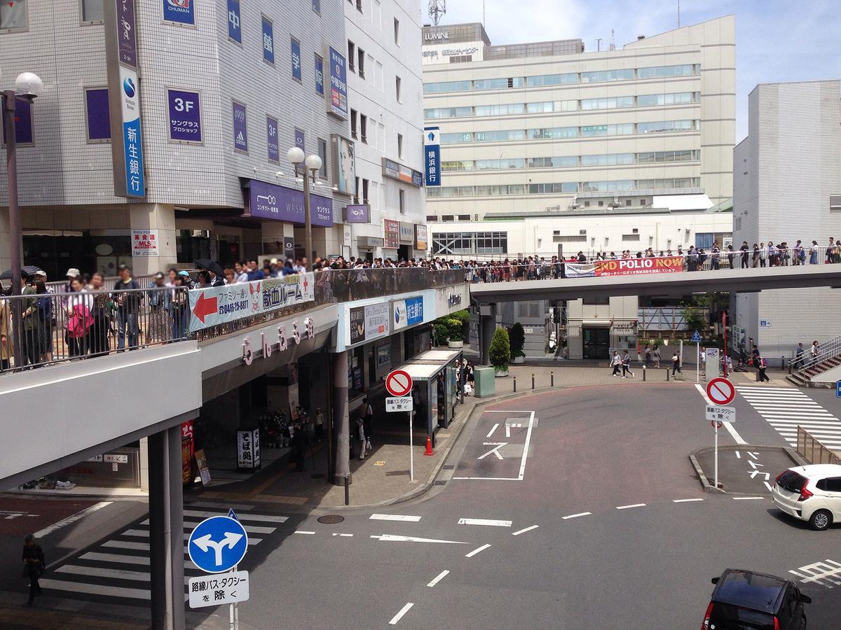 連休中の江ノ電藤沢駅の混雑
