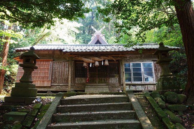 高田山のふもとにある「隠岐造」の高田神社