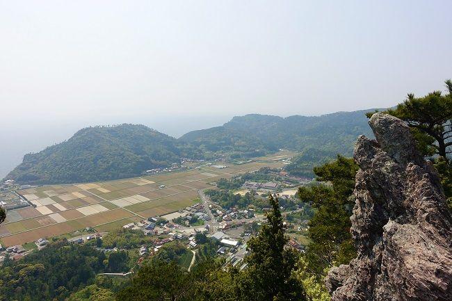 高田山の展望台から見渡せる都万の町
