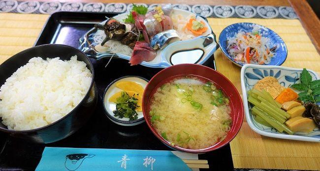 食事処「炉端焼 青柳」の刺身定食