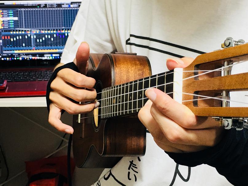 ウクレレ コード 右手 ロールストローク 奏法