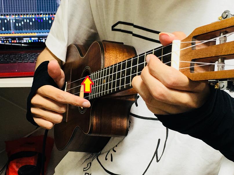 ウクレレ コード 右手 トレモロ トレモロストローク 奏法