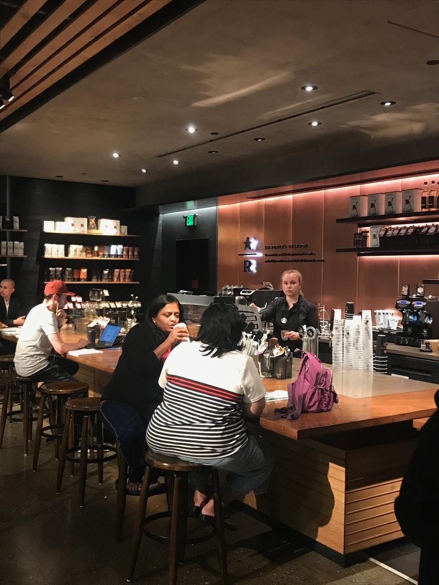 アメリカの Starbucks Coffee Reserve 客層