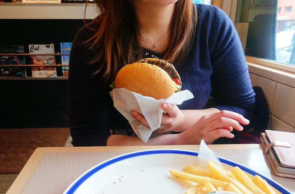 バーガーの大きさは半端ない