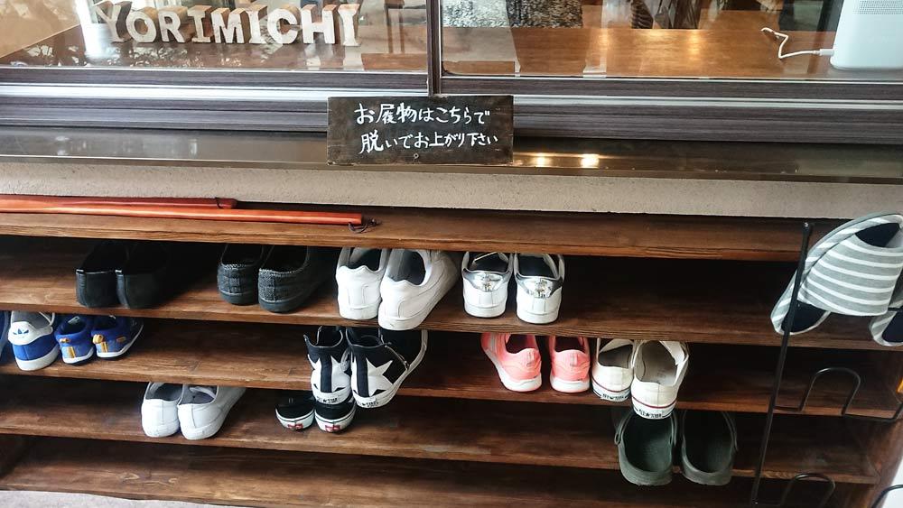 パン屋さんでは珍しい靴を脱ぐスタイル