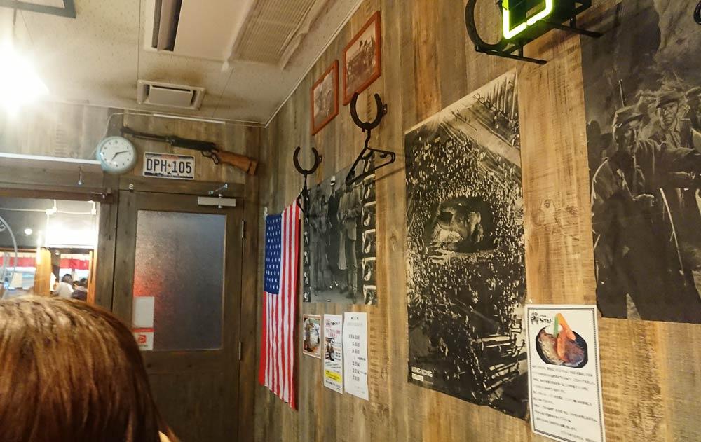 店内に入ると星条旗やアメリカのイメージ