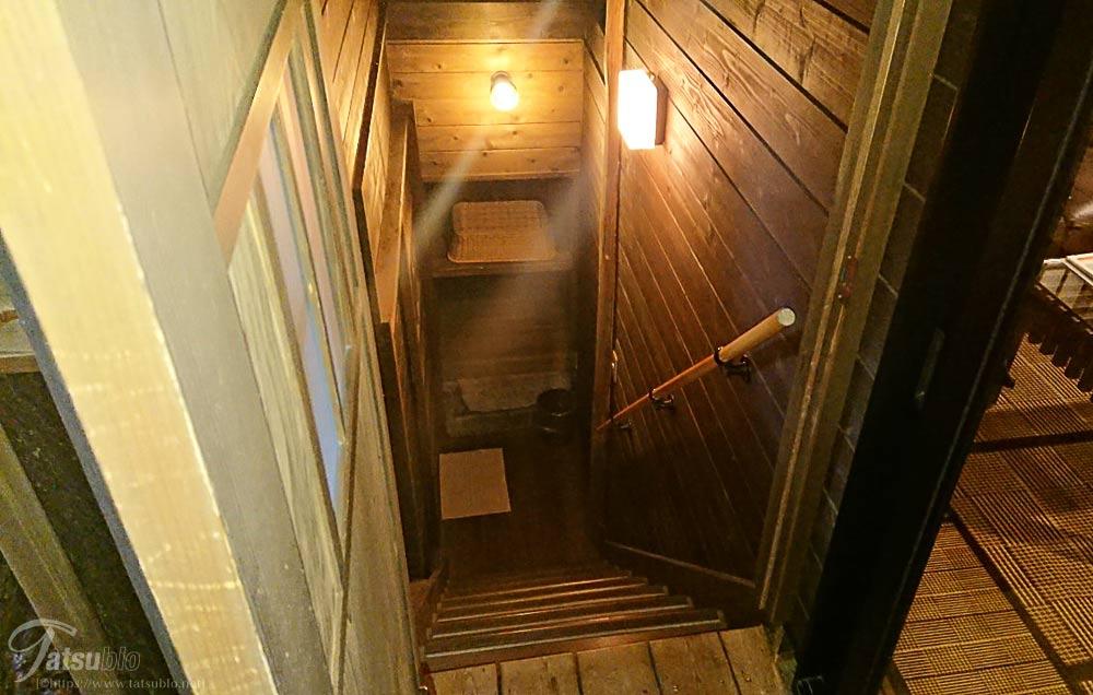 この階段は部屋風呂につながる階段