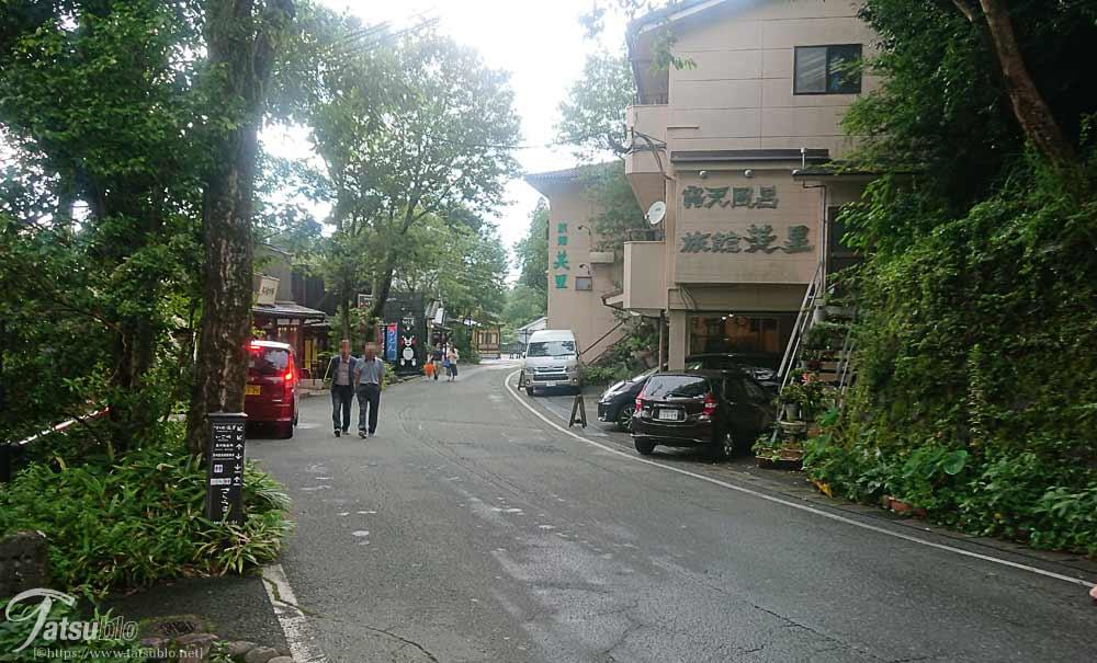 温泉街道路
