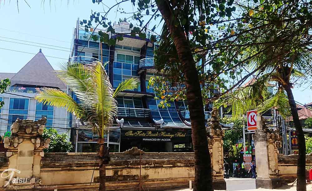 クタビーチから見るホテル
