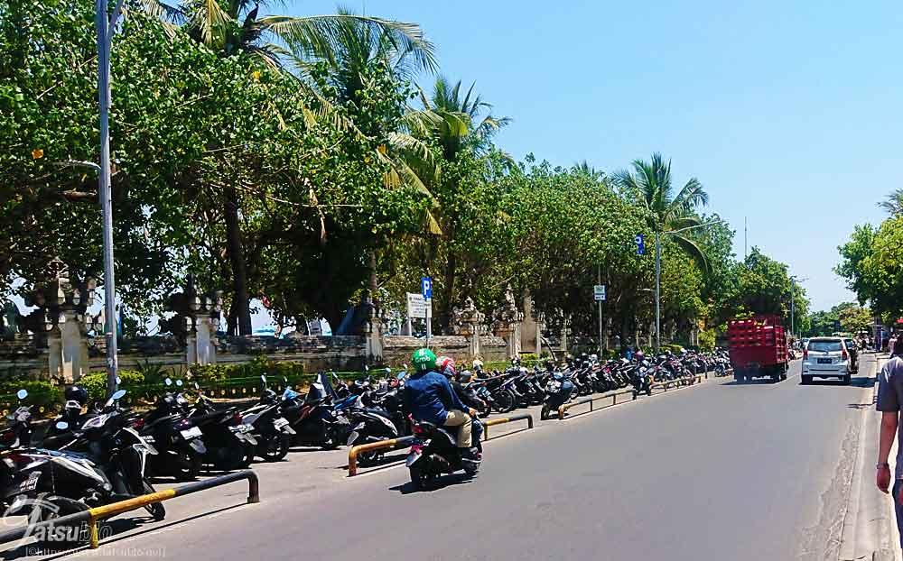 バリ、クタ地区の道路