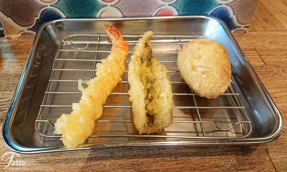 揚げたての天ぷらが