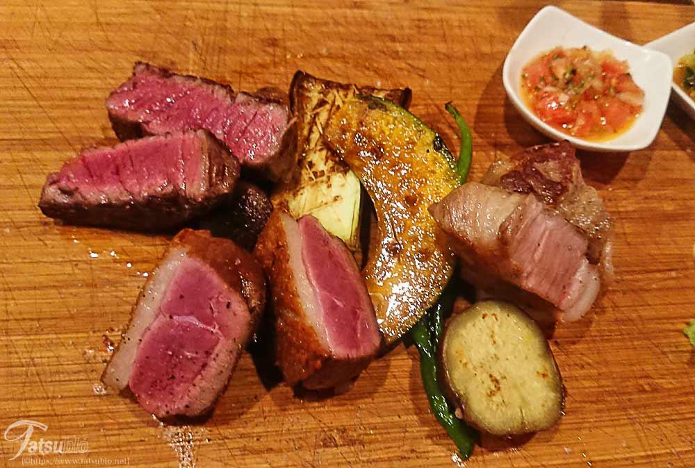 鴨肉と赤み部位のカイノミ、希少な豚とも言われる「芳寿豚(ほうじゅとん)」