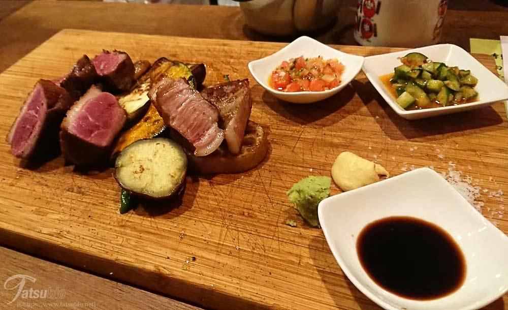 見た目バッチリのお肉と焼野菜。