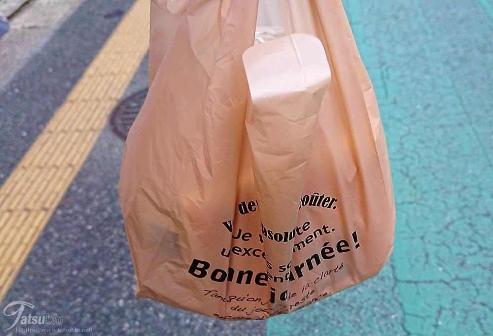 他の食パン専門店と違ってビニール袋で