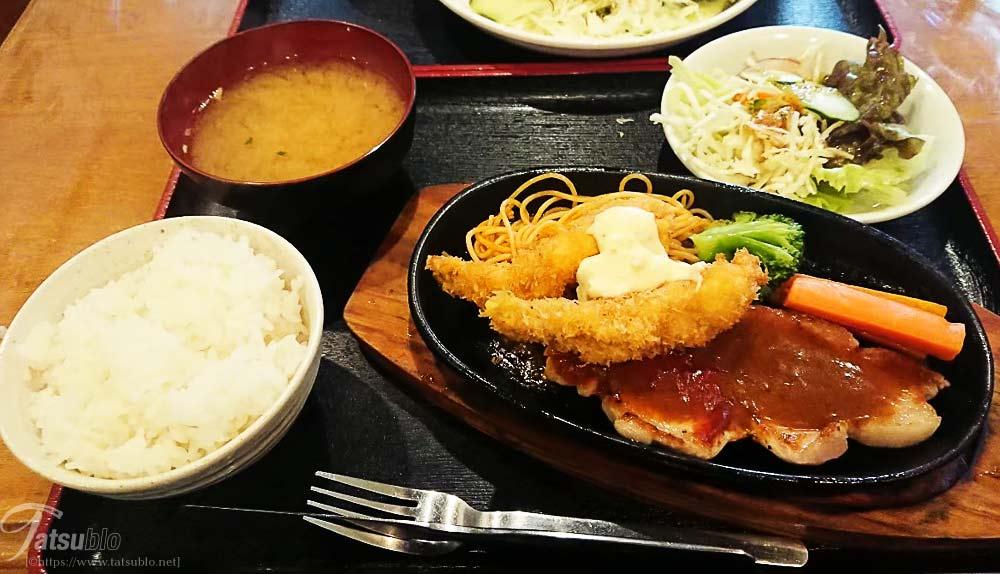 「今月のおすすめ定食(ポークソテーと海老フライ)」