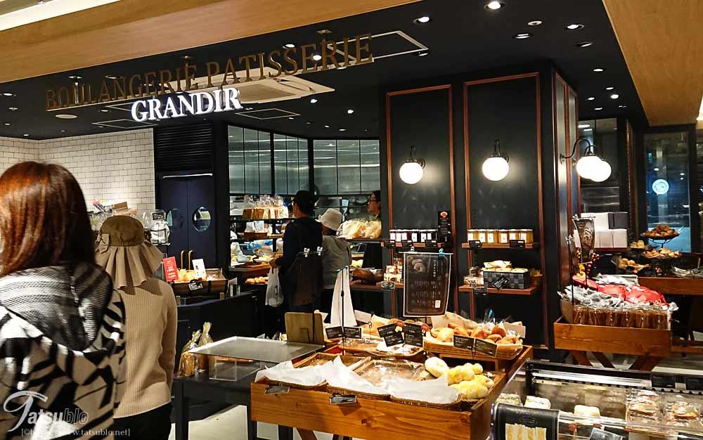 西新のショッピングモール「プラリバ」内にあります。
