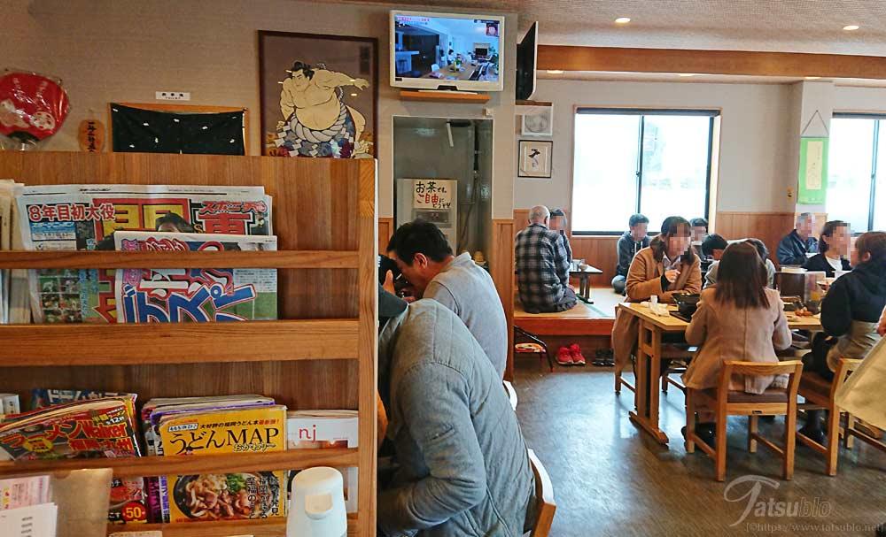 店内は広く席数もカウンター、テーブル、座敷と多いのですが全て席も埋まっていて大人気