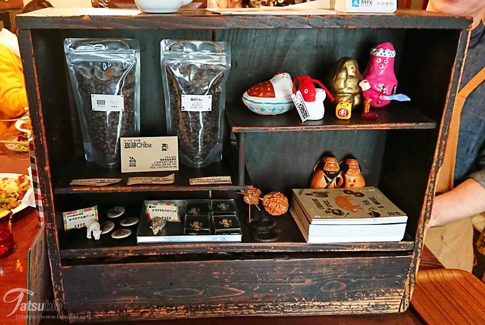 レジ横にはコーヒー豆などの販売も