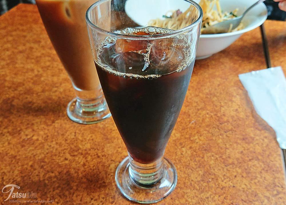 ドリンクのアイスコーヒー。