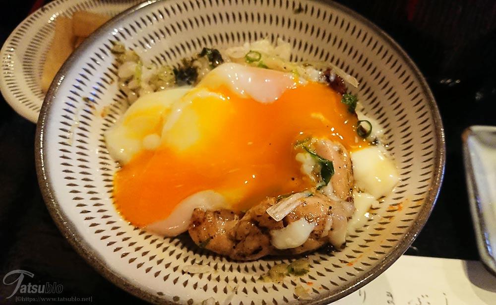 そして次は、温泉卵をのせて頂きます。