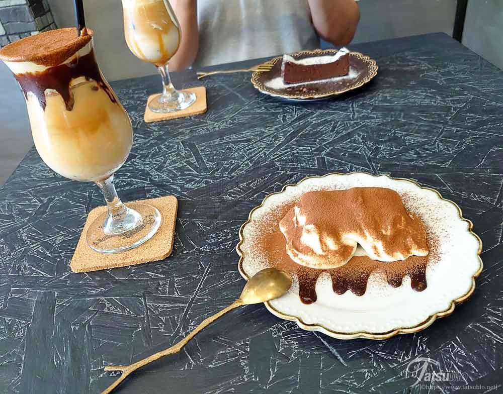 こちらは奥さんが頂いたティラミスラテにデザートのティラミス。