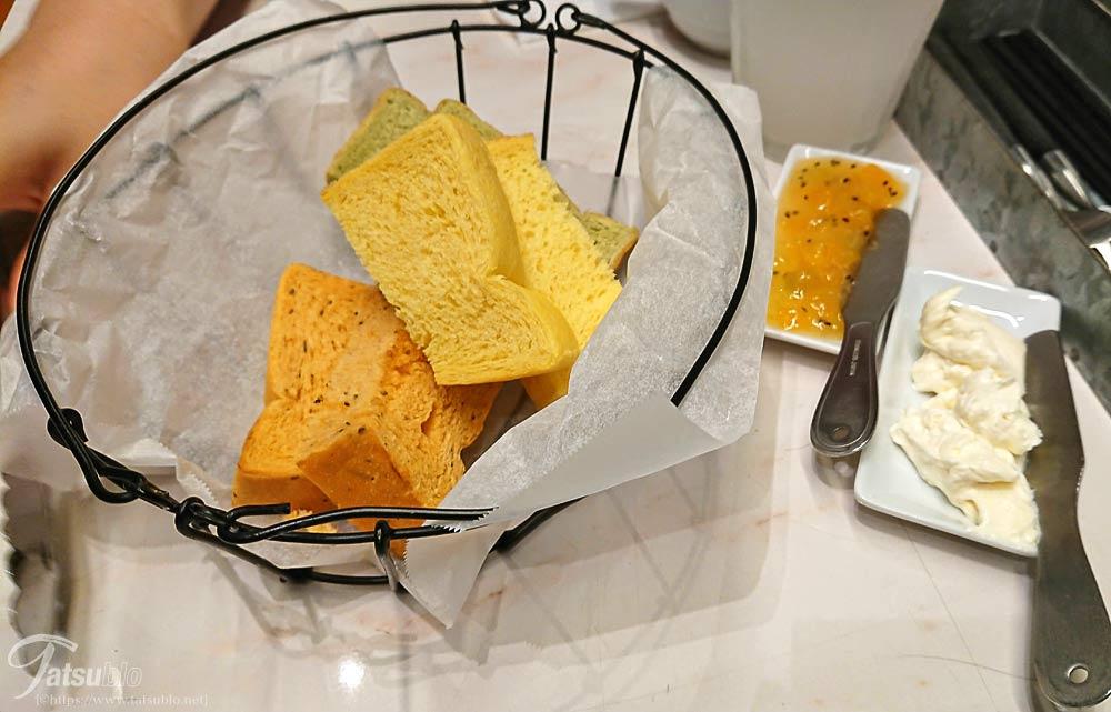 パンやドリンクなどの種類も多く、これが食べ放題であれば嬉しいですね。