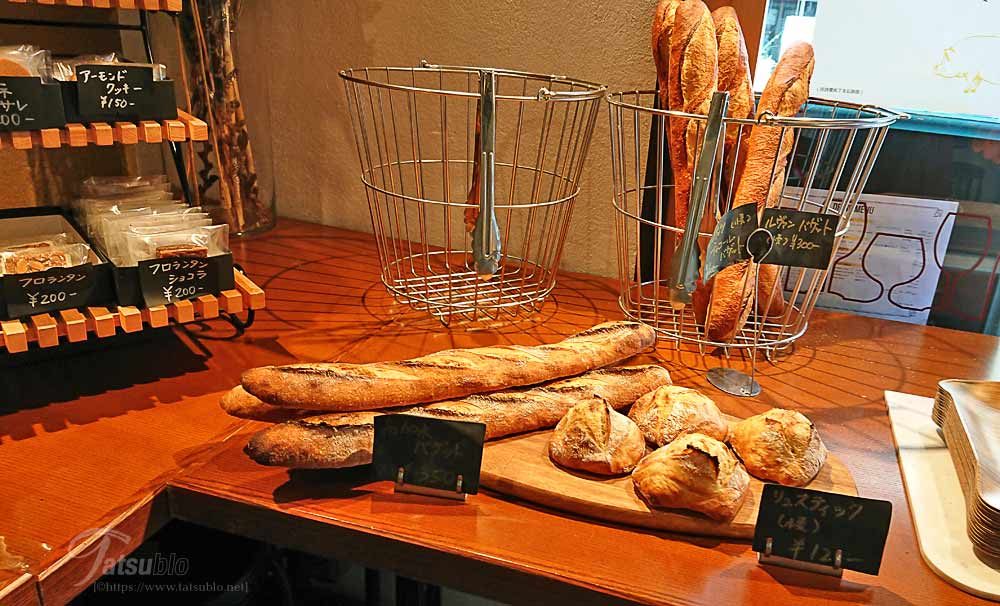 帰りは1階のパン屋でパンをいくつか買って帰りました。
