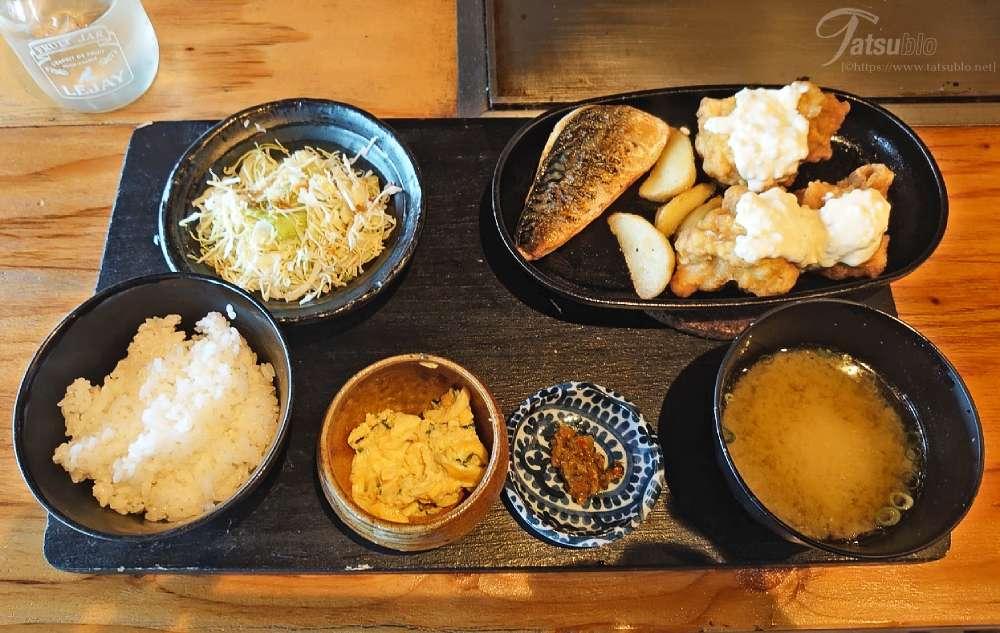 こちらは奥さんが食べた塩サバとチキン南蛮。