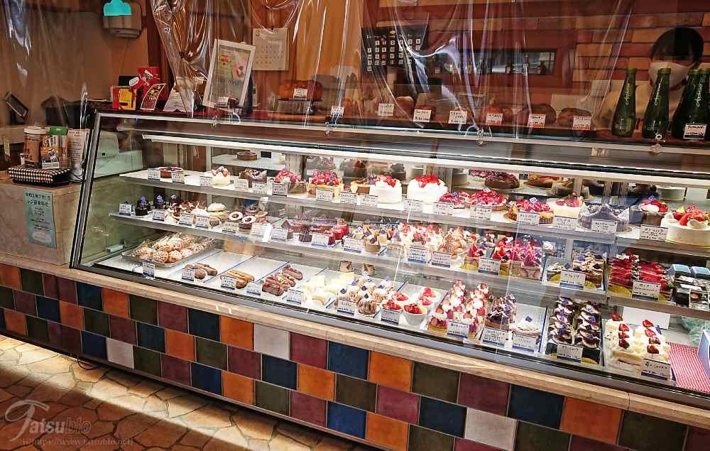 そして、店内はよくあるケーキ店の広さ。