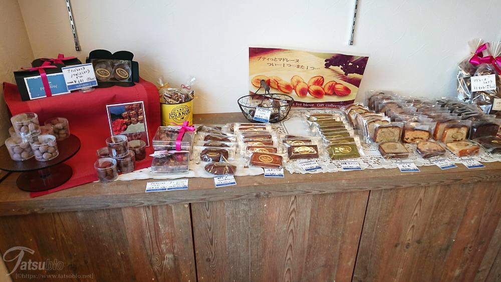店内には焼き菓子なども。