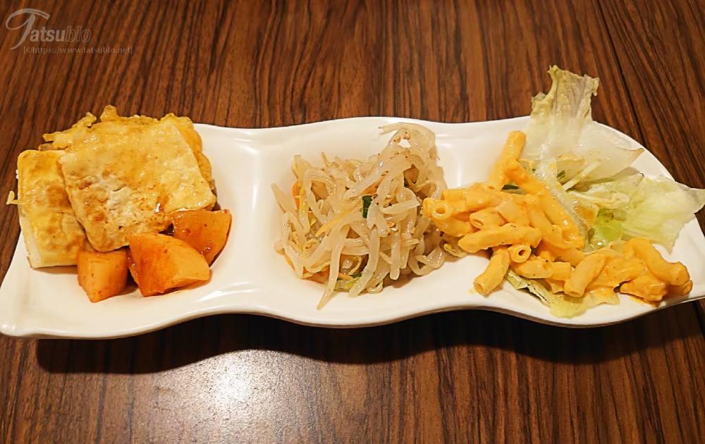 お惣菜も種類が豊富で、この日はカクテキやナムルなどの韓国のお惣菜が頂けましたよ。