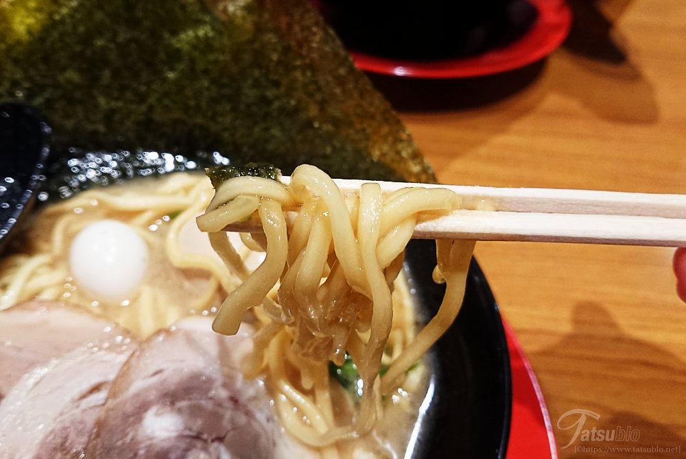 麺は太麺ですね。