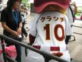 ファンの背番号10を背負ってます。