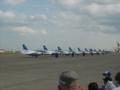 パイロット達が降りてきます。