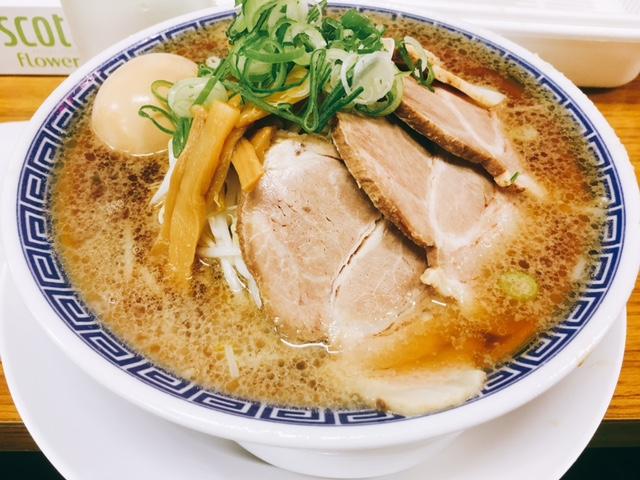 名古屋ラーメンランキング8位ラーメン大河の醤油ラーメン全部のせ