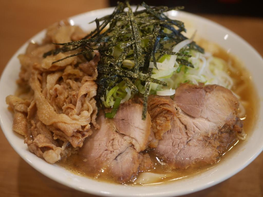 二郎系うどん屋肉うどんさんすけの濃厚肉うどん焼き豚2枚追加