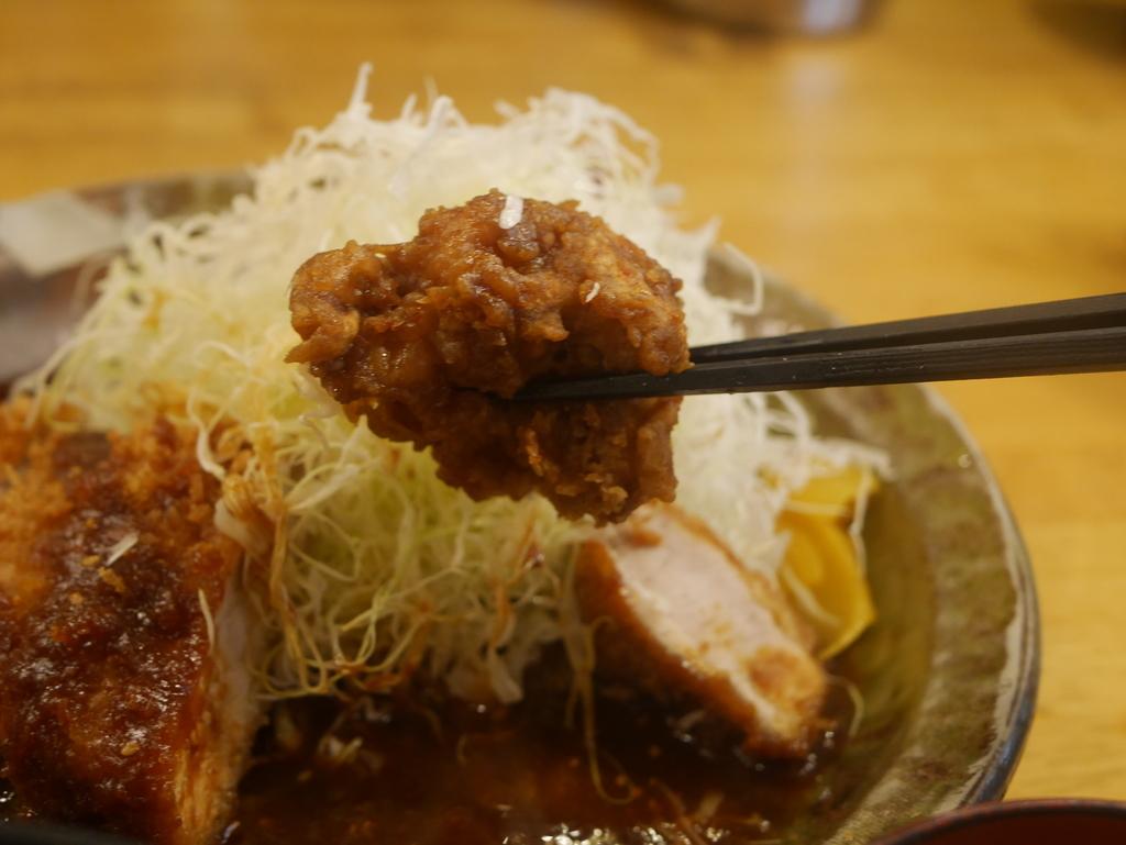 デカ盛りグルメのお店パセリの唐揚げ定食Lサイズ
