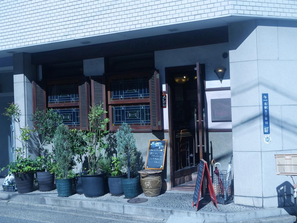 名古屋駅から徒歩10分の場所にあるコーヒーショップカコ花車本店の外観