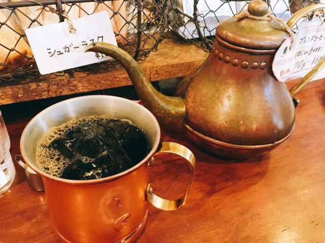 名古屋駅から徒歩10分の場所にあるコーヒーショップカコ花車本店のアイスコーヒー