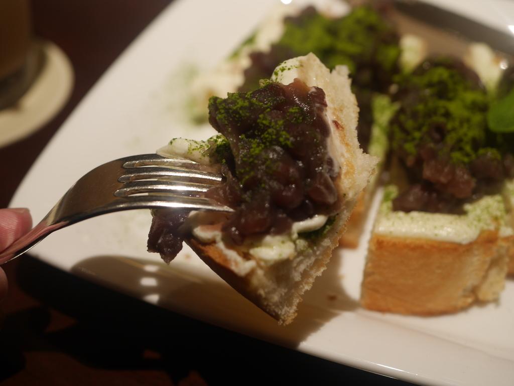 名古屋駅の名鉄百貨店にあるキハチカフェの小倉トースト