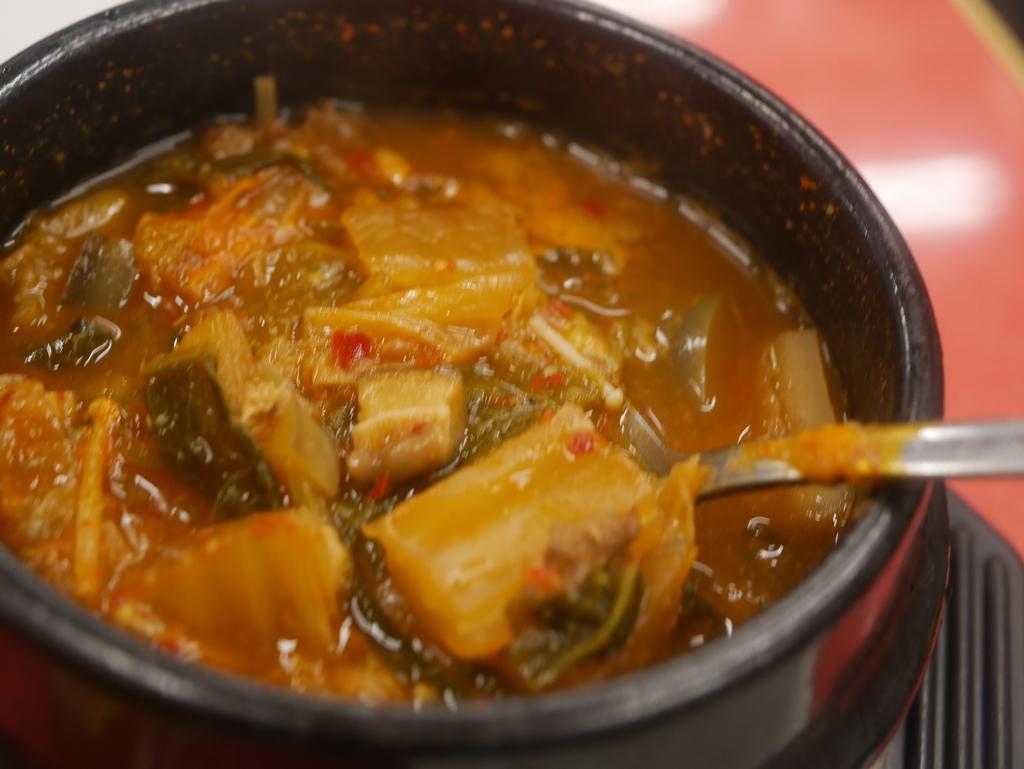 名古屋駅近くにある焼肉アジェのチゲ