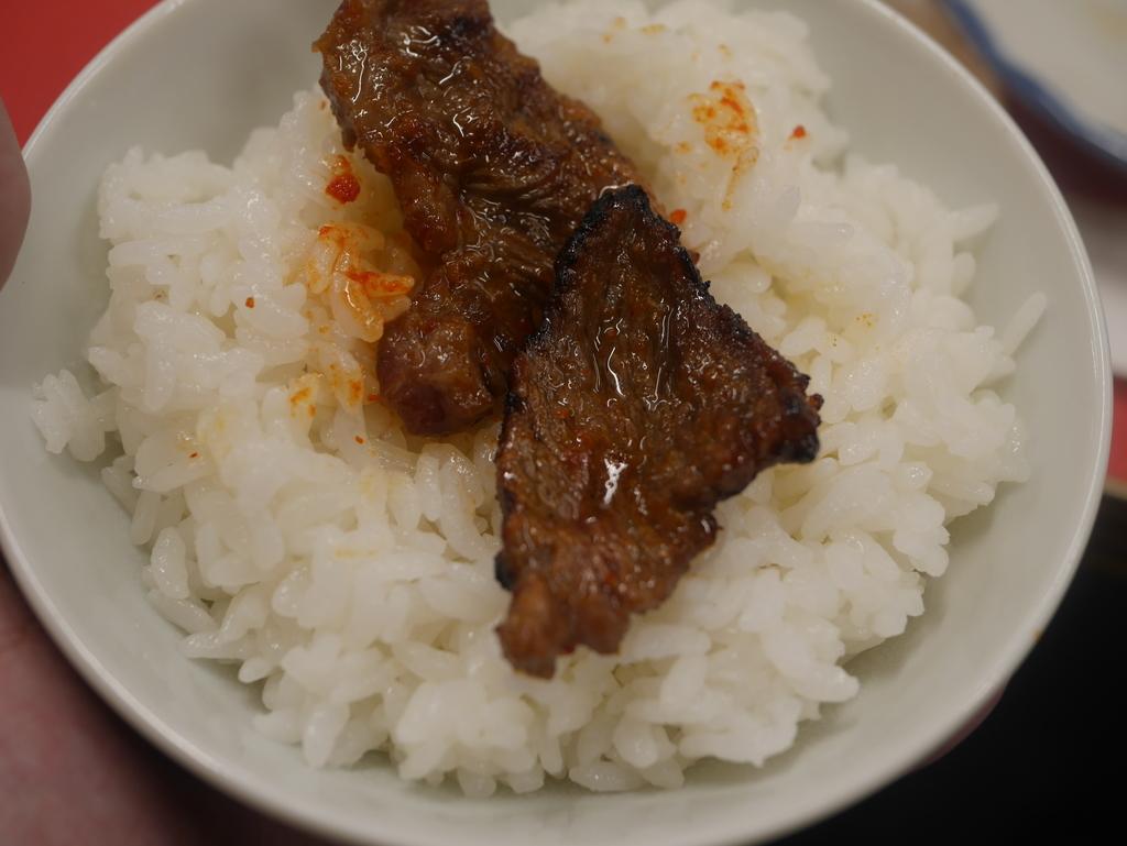 名古屋駅近くにある焼肉アジェのライスとカルビ