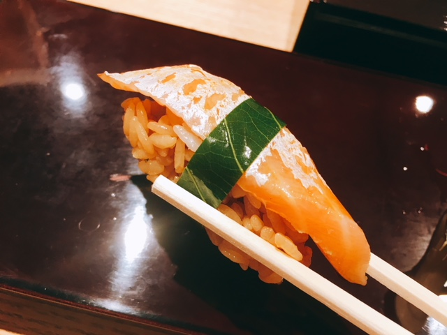 大名古屋ビルディングにあるお寿司屋さん男前酢のサーモン