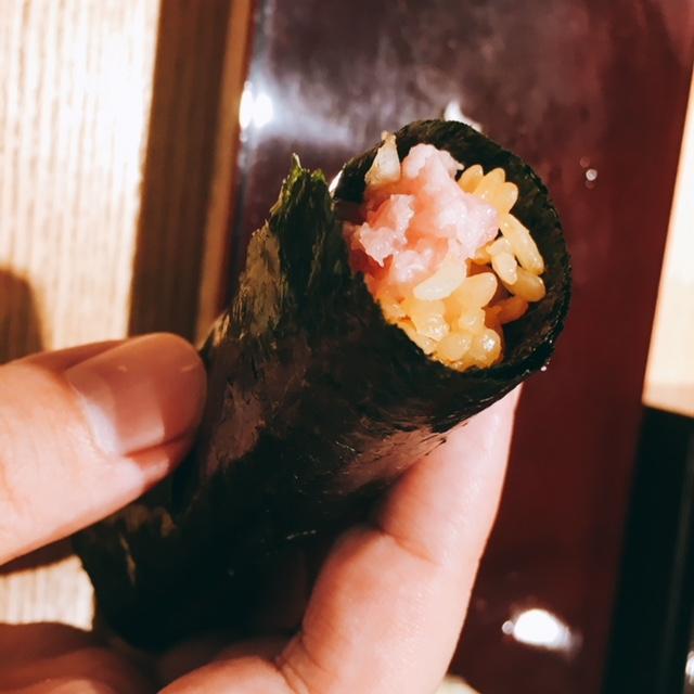 大名古屋ビルディングにあるお寿司屋さん男前酢のたまねぎトロ巻き