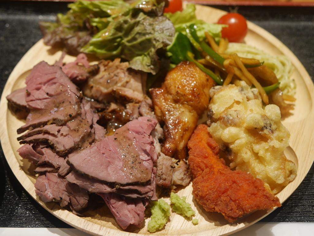 名古屋駅から徒歩8分!ワンプレート肉盛り放題ランチがお得なカリフォル肉酒場のランチ