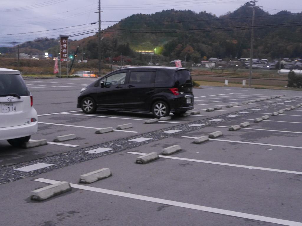 近江牛と松茸食べ放題のあばれ食いで有名な魚松の駐車場