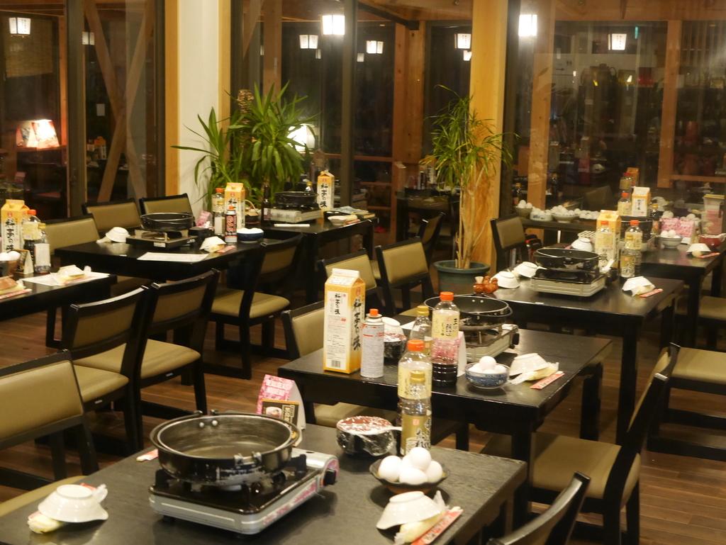 近江牛と松茸食べ放題のあばれ食いで有名な魚松の内観