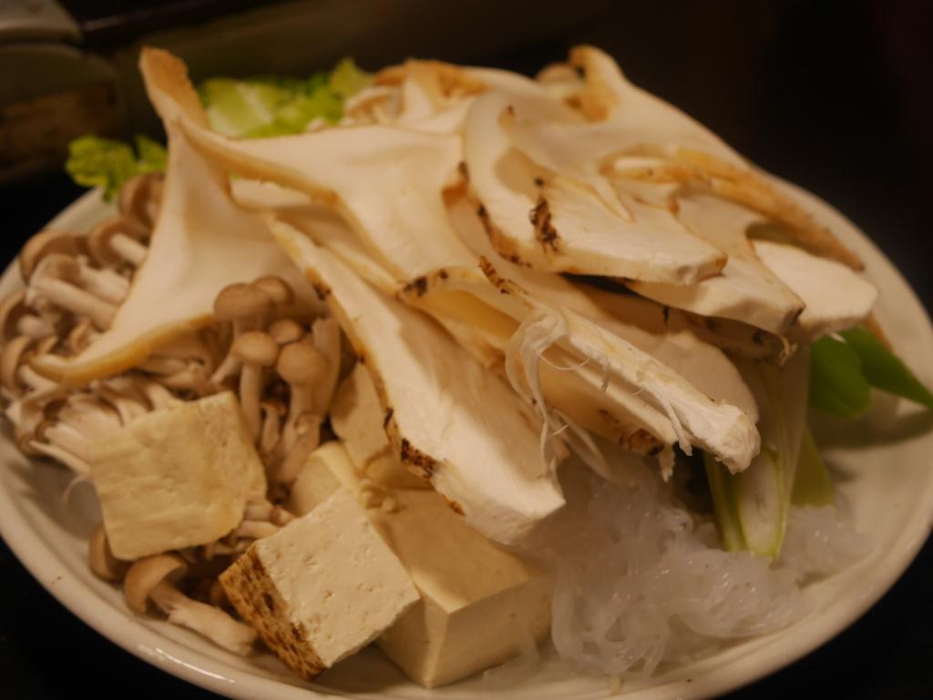 近江牛と松茸食べ放題のあばれ食いで有名な魚松のすき焼き