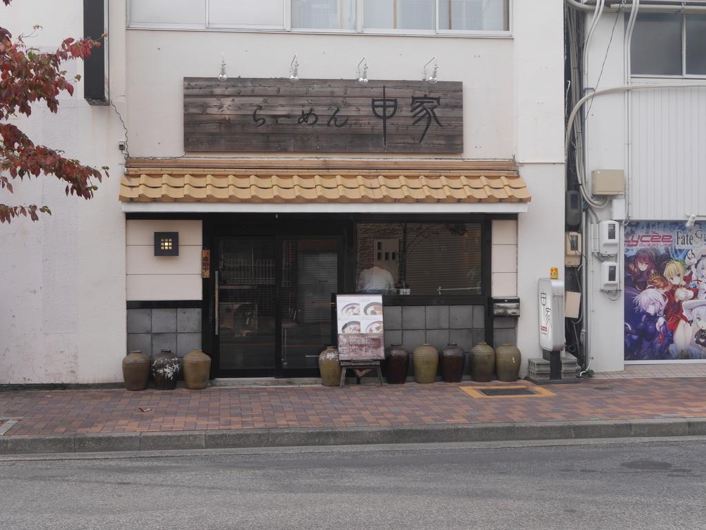 名古屋駅から徒歩5分の場所にあるラーメン屋申家の外観
