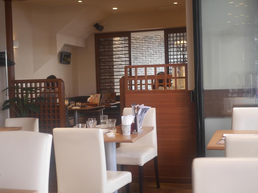 名古屋駅近くで電源・Wi-Fi完備のカフェバリーズの内観